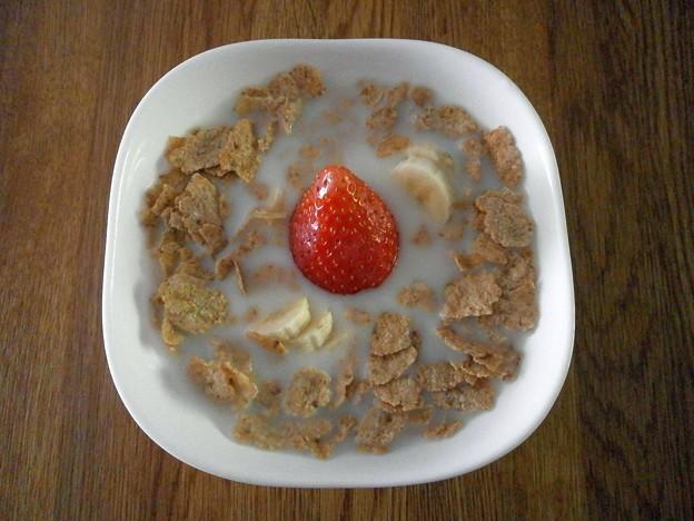 朝食のコーンフレーク。