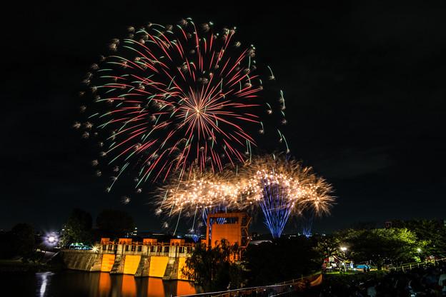 水門と花火 2