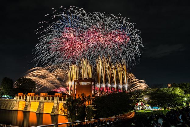 水門と花火 3