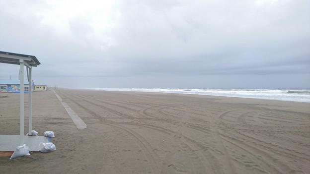 梅雨時の白里海岸