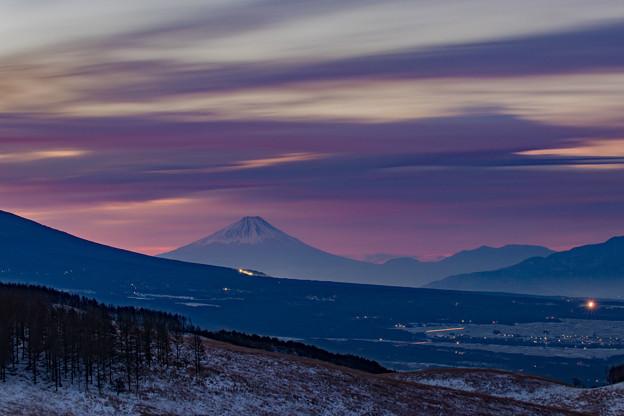 朝焼けの雲と富士山