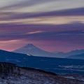 写真: 朝焼けの雲と富士山