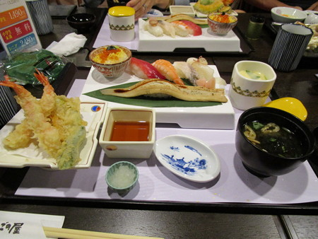 にぎり寿司と海老天ぷらセット