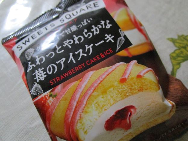 ふわっとやわらかな苺のアイスケーキ