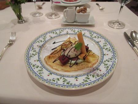 チョコミントのアイスとメープル風味のクレープ レストラン仕立て