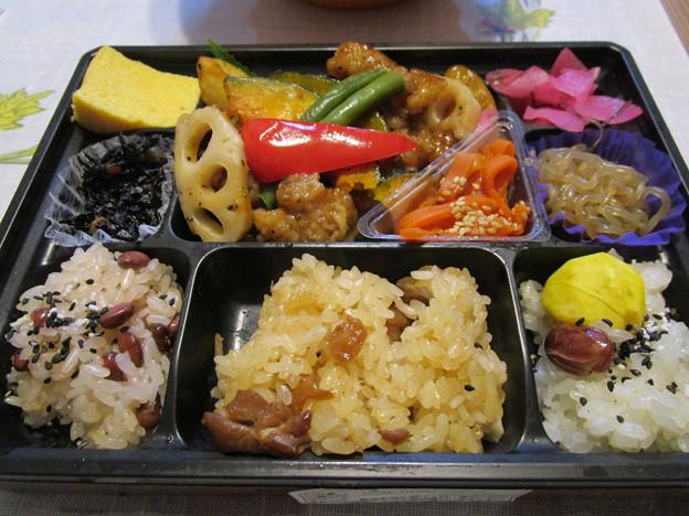 米八特製黒酢のチキン野菜和え弁当