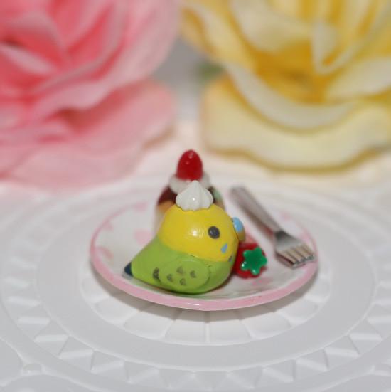 n011ミニチュア/いちごカップケーキプレート/セキセイ・グリーン(横1)