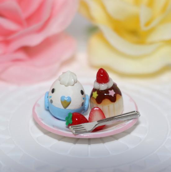 n012ミニチュア/いちごカップケーキプレート/セキセイ・ブルー