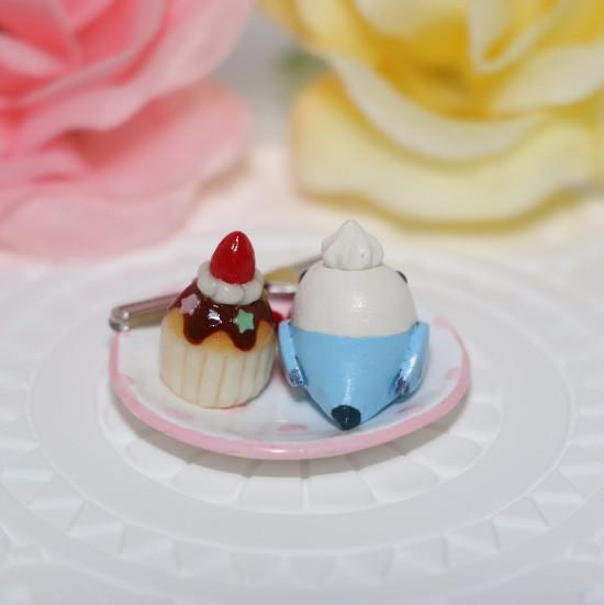 n012ミニチュア/いちごカップケーキプレート/セキセイ・ブルー(後ろ)