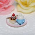 Photos: n012ミニチュア/いちごカップケーキプレート/セキセイ・ブルー(後ろ)