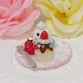 Photos: n014ミニチュア/いちごカップケーキプレート/セキセイ・白ハルクイン(横2)