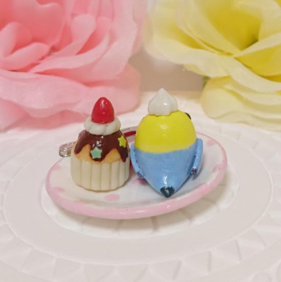 n015ミニチュア/いちごカップケーキプレート/セキセイ・レインボー(後ろ)