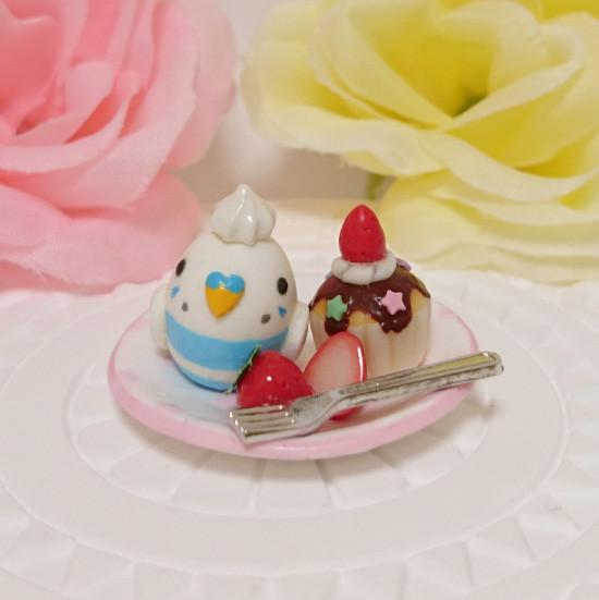 n016ミニチュア/いちごカップケーキプレート/セキセイ・パイドブルー