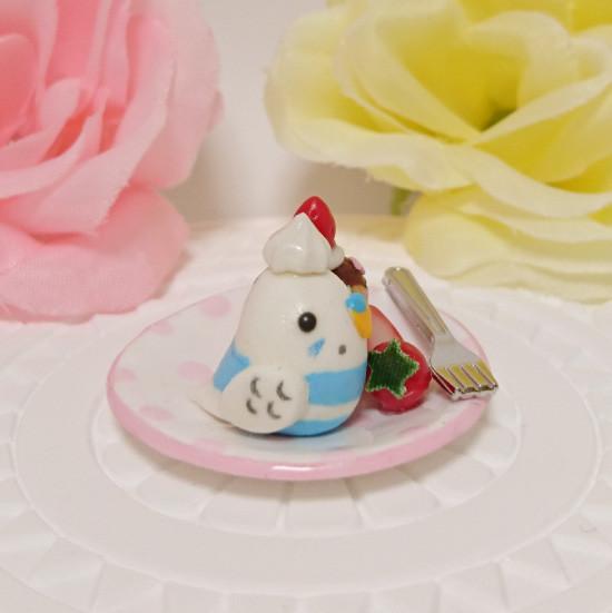 n016ミニチュア/いちごカップケーキプレート/セキセイ・パイドブルー(横1)