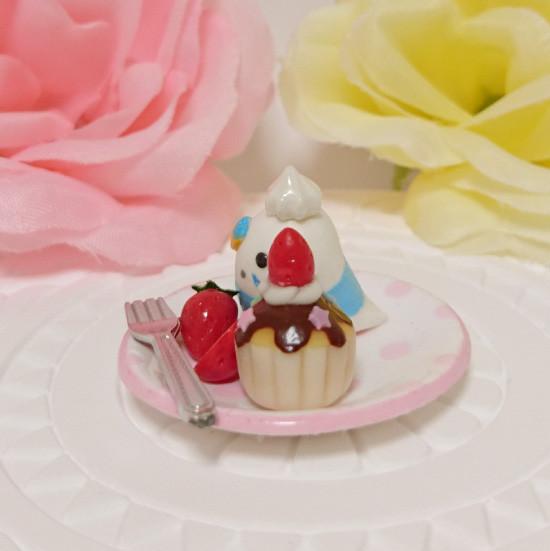 n016ミニチュア/いちごカップケーキプレート/セキセイ・パイドブルー(横2)