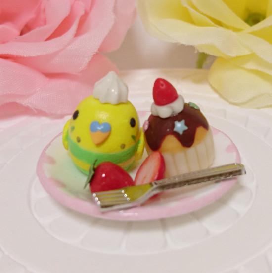 n017ミニチュア/いちごカップケーキプレート/セキセイ・パイドグリーン