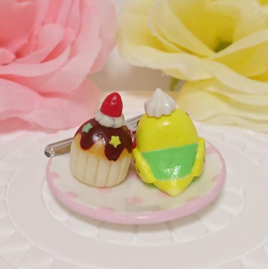 n017ミニチュア/いちごカップケーキプレート/セキセイ・パイドグリーン(後ろ)