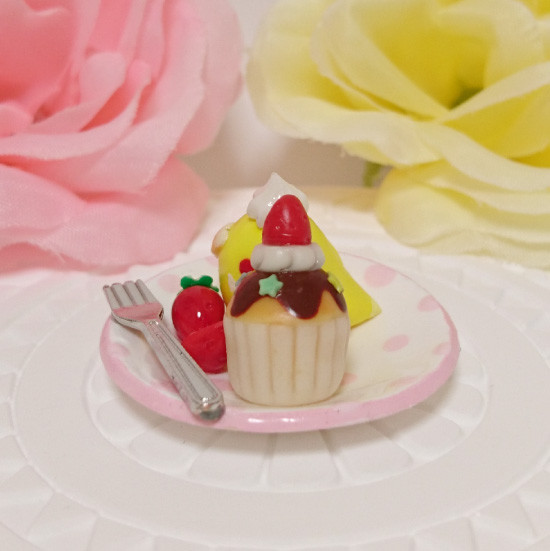n018ミニチュア/いちごカップケーキプレート/セキセイ・ルチノー(横2)