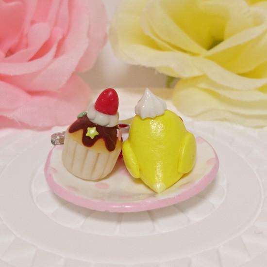 n018ミニチュア/いちごカップケーキプレート/セキセイ・ルチノー(後ろ)
