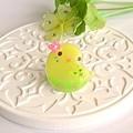 r002バッジ/お花とインコ/セキセイ・黄ハルクイン