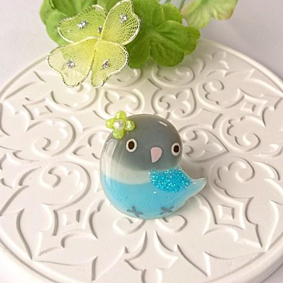 r013バッジ/お花とインコ/ボタン・ブルー