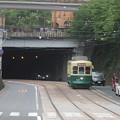 Photos: 桜橋の下から出てきた208号