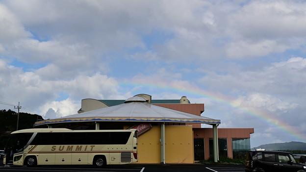 Photos: 虹とバス