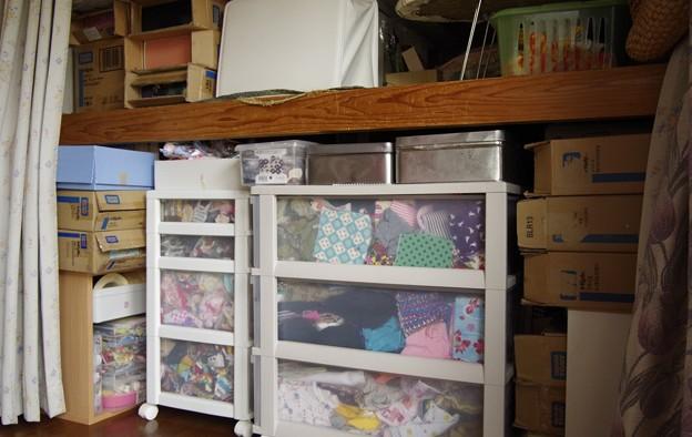 次回は ボックス内の端布や缶の中身を整理整頓しなければ