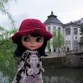 Photos: 服の色合いが景観にピッタリ!