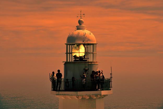 岬に立つ一機の灯台