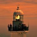 写真: 岬に立つ一機の灯台