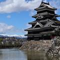 松本城とアルプス3