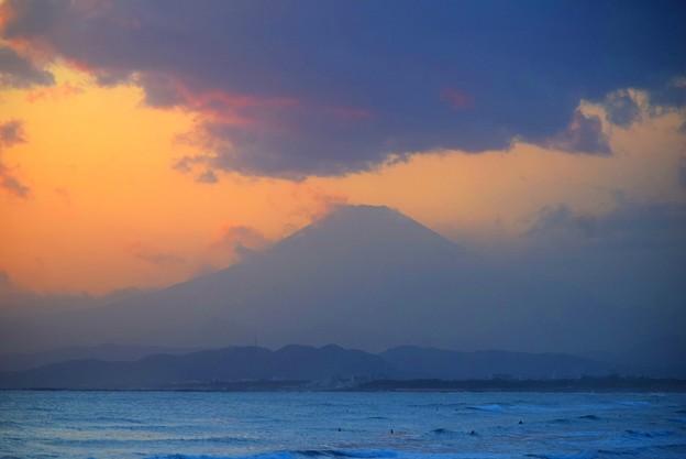 夕闇迫る湘南・鵠沼海岸からの富士山 #湘南 #藤沢 #海 #surfing #wave #mysky #fujisan #mtfuji #富士山