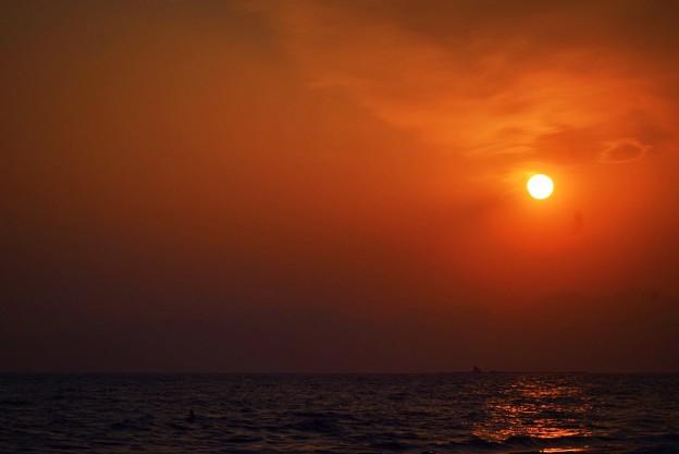 間もなく日没を迎える湘南・鵠沼海岸 #湘南 #藤沢 #海 #波 #wave #surfing #mysky #beach