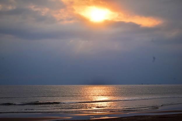 雲が広がる夕方の湘南・鵠沼海岸 #湘南 #藤沢 #海 #波 #wave #surfing #mysky #beach