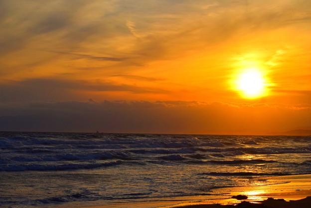雲で滲む湘南・鵠沼海岸の夕日 #湘南 #藤沢 #海 #波 #wave #surfing #mysky