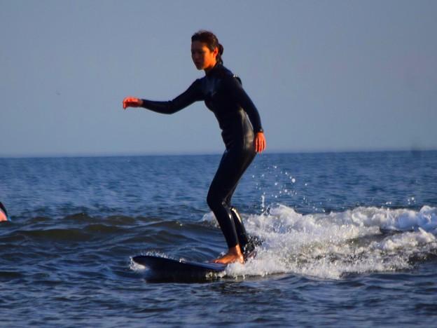 夕方の湘南・鵠沼海岸の波はすねからひざサイズ #湘南 #藤沢 #海 #波 #wave #surfing #mysky