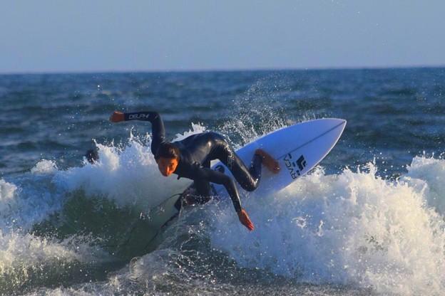 夕方の湘南・鵠沼海岸の波は腹から胸サイズ #湘南 #藤沢 #海 #波 #wave #surfing #mysky