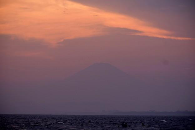 夕闇の富士山@湘南・鵠沼海岸 #湘南 #藤沢 #海 #波 #wave #surfing #mysky #fujisan #mtfuji #富士山