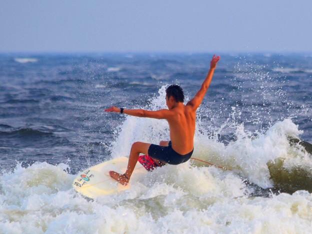 写真: 夕方の湘南・鵠沼海岸の波は腰から腹サイズ #湘南 #藤沢 #海 #波 #wave #surfing #mysky #beach