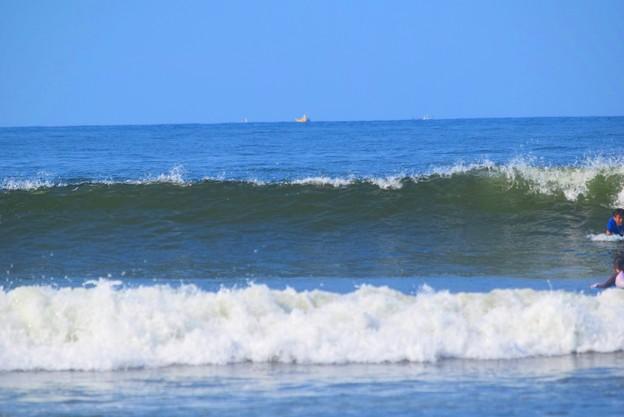 今朝の湘南・鵠沼海岸の波は腰から腹サイズ #湘南 #藤沢 #海 #波 #wave #surfing #mysky #beach