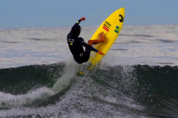 夕方の湘南・鵠沼海岸の波は腹から胸サイズ #湘南 #藤沢 #海 #波 #wave #surfing #wave #mysky #beach