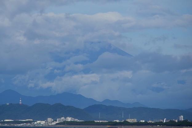 雲に覆われる湘南・鵠沼海岸からの富士山 #湘南 #藤沢 #海 #波 #wave #surfing #mysky #富士山 #mtfuji #fujisan