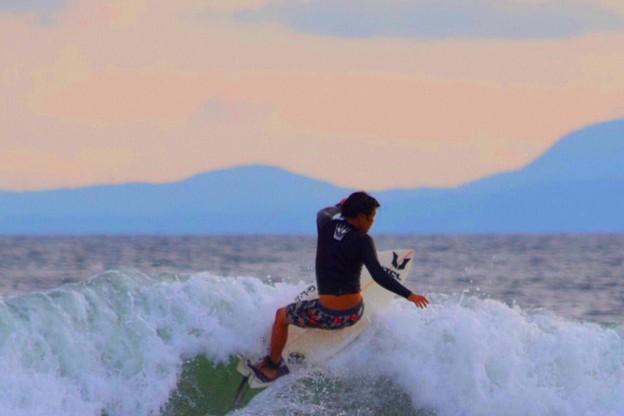 夕方の湘南・鵠沼海岸の波は胸から肩サイズ #湘南 #藤沢 #海 #波 #wave #surfing #mysky