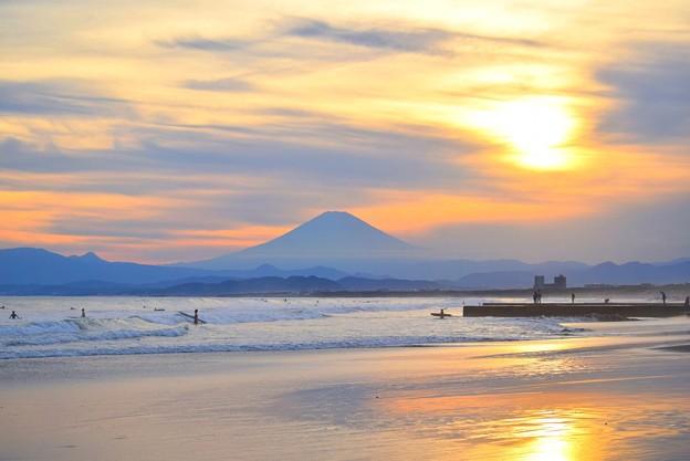 雲中に沈む夕日と富士山 #湘南 #藤沢 #海 #波 #wave #surfing #mysky #fujisan #mtfuji #富士山
