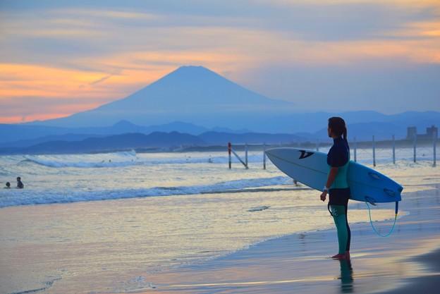 富士山とサーファー@湘南・鵠沼海岸 #湘南 #藤沢 #海 #波 #wave #surfing #mysky #fujisan #mtfuji #富士山