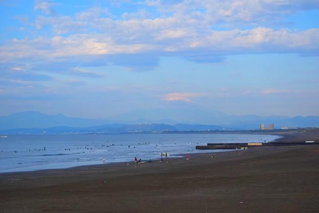 ぼんやり霞む湘南・鵠沼海岸からの富士山 #湘南 #藤沢 #海 #波 #wave #surfing #mysky #fujisan #mtfuji #富士山