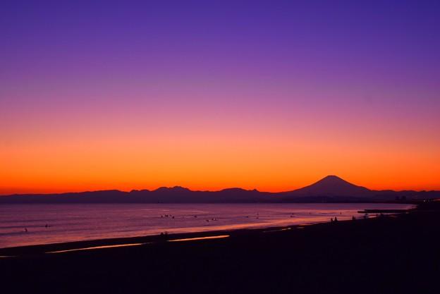 夕闇の湘南・鵠沼海岸からの富士山  #湘南 #藤沢 #海 #波 #wave #surfing #mysky #fujisan #mtfuji #富士山