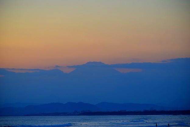 頭だけ見えた湘南・鵠沼海岸からの富士山 #湘南 #藤沢 #海 #波 #wave #surfing #mysky #beach #fujisan #mtfuji #富士山