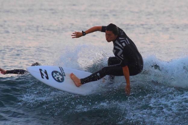 夕方の湘南・鵠沼海岸の波はひざサイズ #湘南 #藤沢 #海 #波 #wave #surfing #surf #beach #mysky